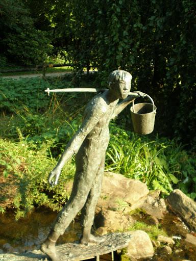 Kunstraub im Gütersloher Botanischen Garten – Figur Wasserträger von Bernd Hartmann gestohlen